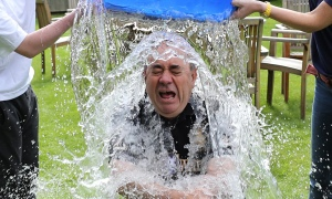 Alex Salmond takes the ice bucket challenge – crouching while two people pour water over him
