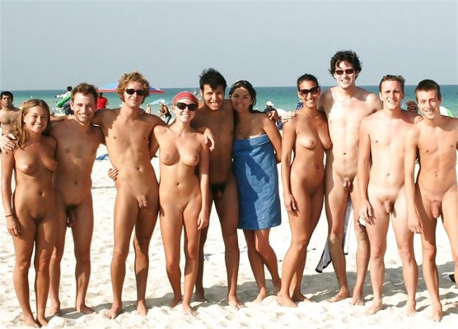 couples-family-nudist-community