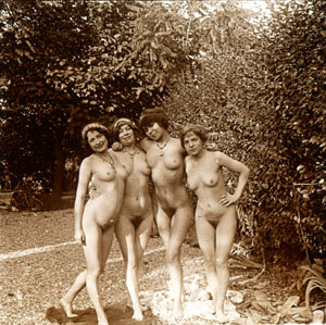 Nudewomen