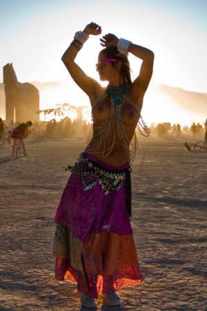 woman-belly-dancing-topless