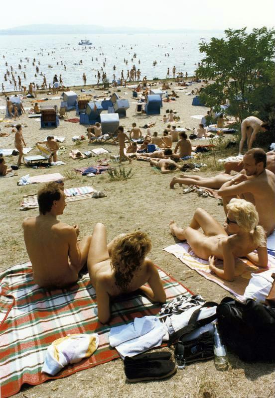 Bundesarchiv_Bild_183-1989-0710-419,_Berlin,_Müggelsee,_Sonnenbad