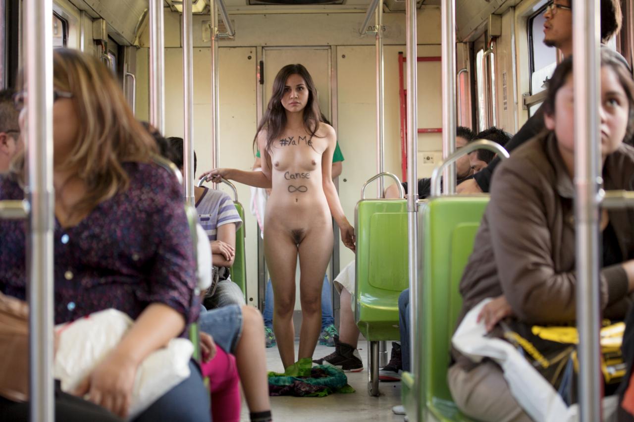 русская девушки в метро без трусиков горячие девушки