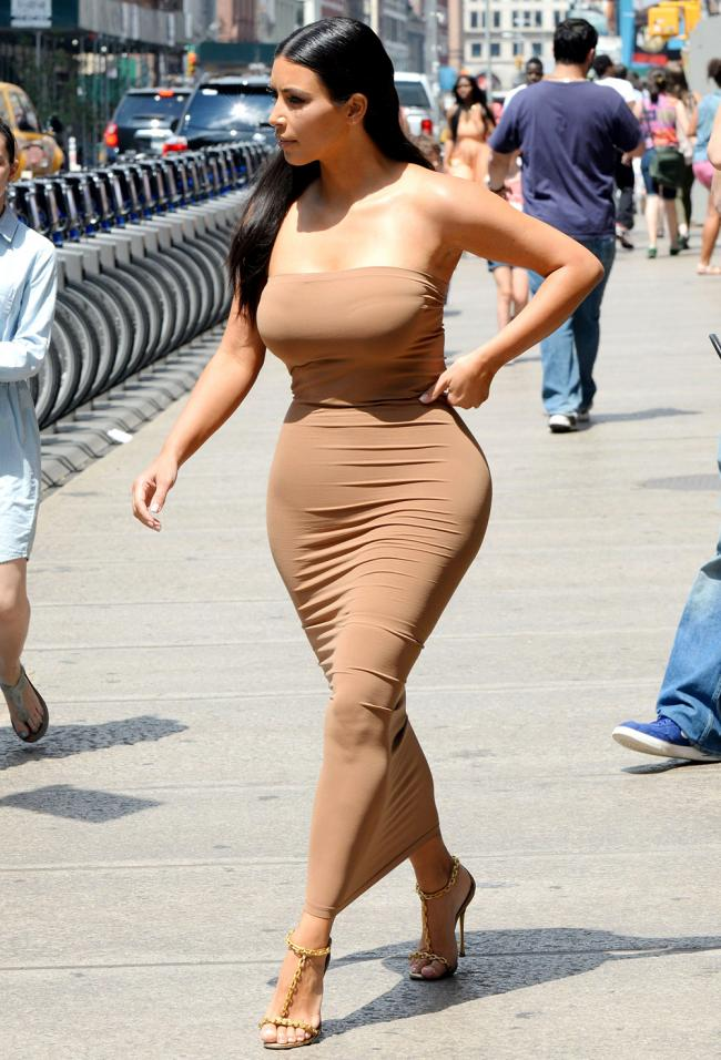 kim-kardashian-gq-bum