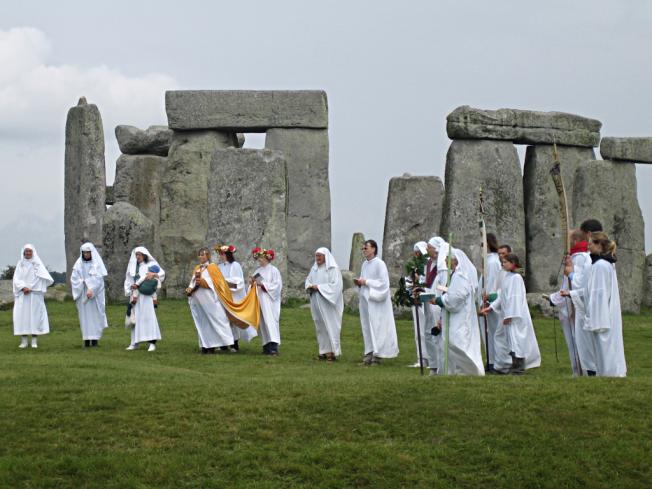 Druids_celebrating_at_Stonehenge_(1)