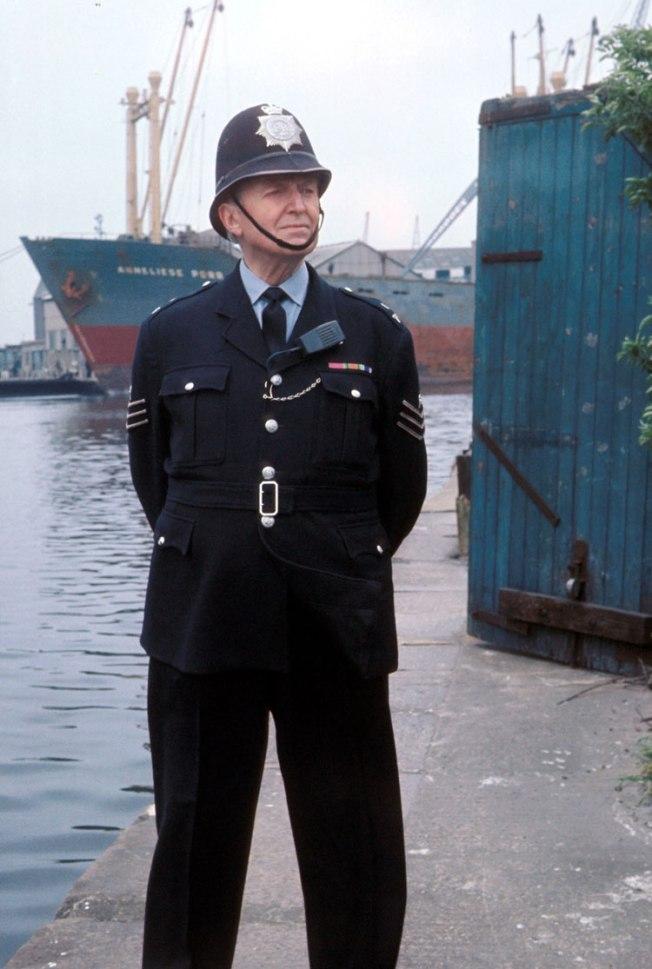 Dixon-of-Dock-Green-32906_4