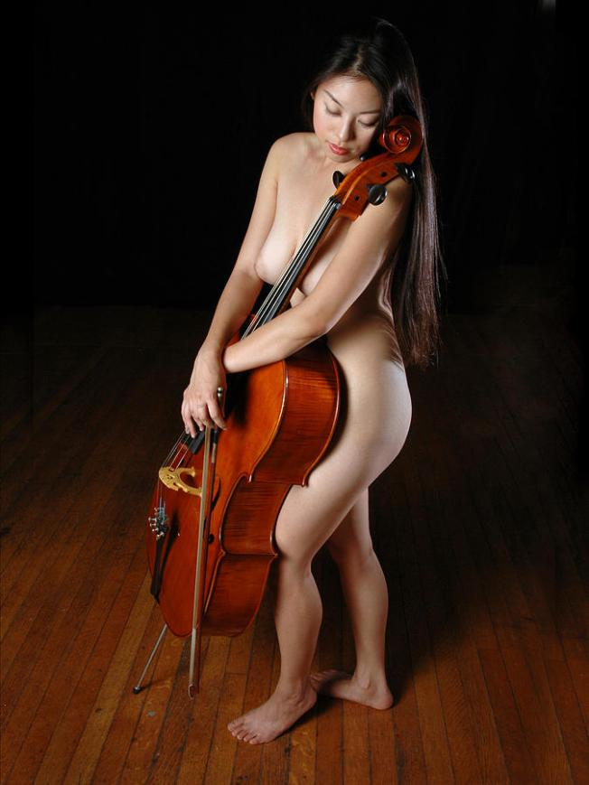 0199the-nude-cellist-chris-maher