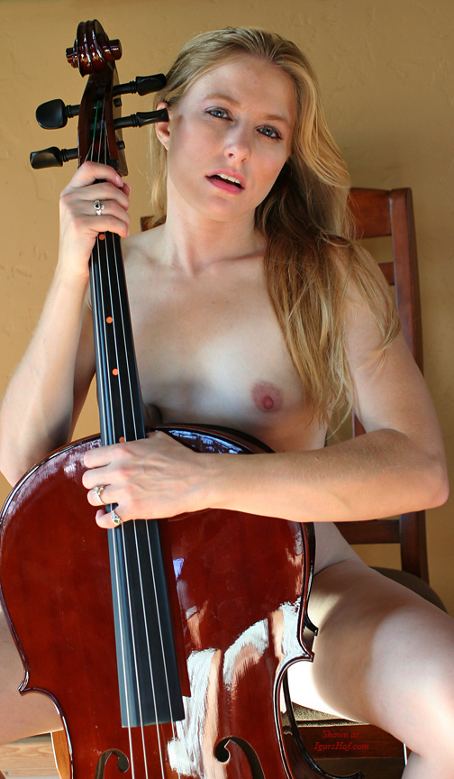 naked-blonde-with-cello-4780