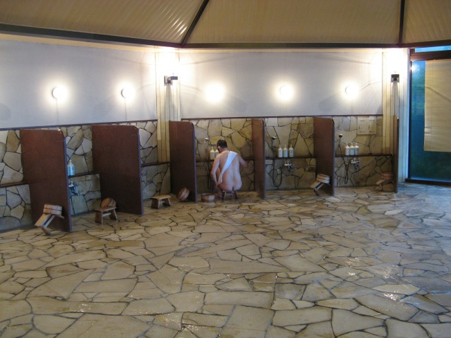 Onsen-4-washing-cubicles_-_20071009