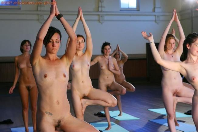 nude-yoga-girls