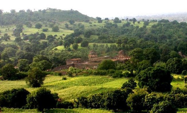 Mandu countryside red.