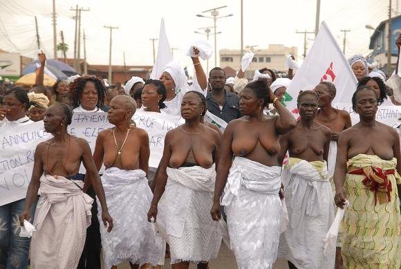 Old women in Ekiti protesting attempt of dark forces to subvert the will of Ekiti people on 29-04-09