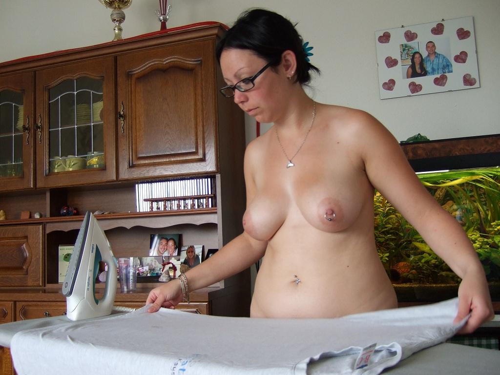 Nackt Bei Der Hausarbeit