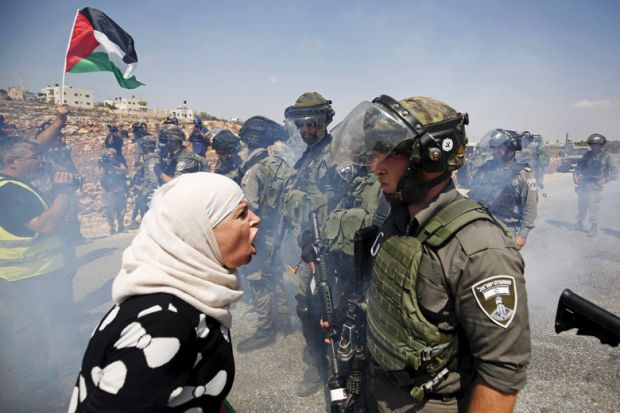 palestinian-woman-argues-with-israeli-border-policeman-west-bank