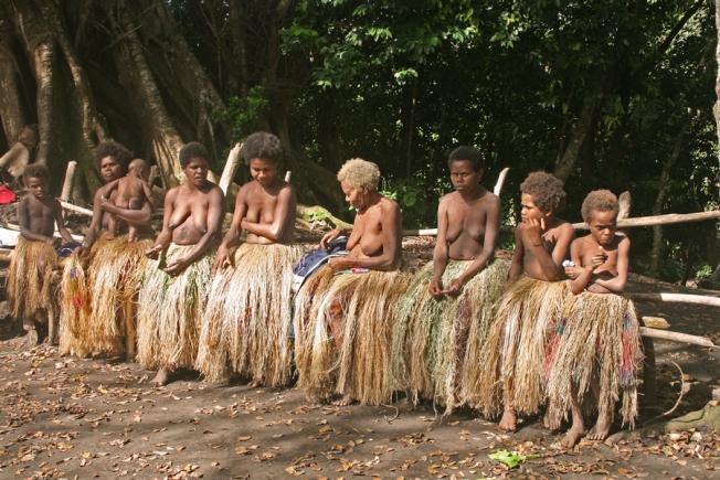 tribes-women-tanna-vanuatu
