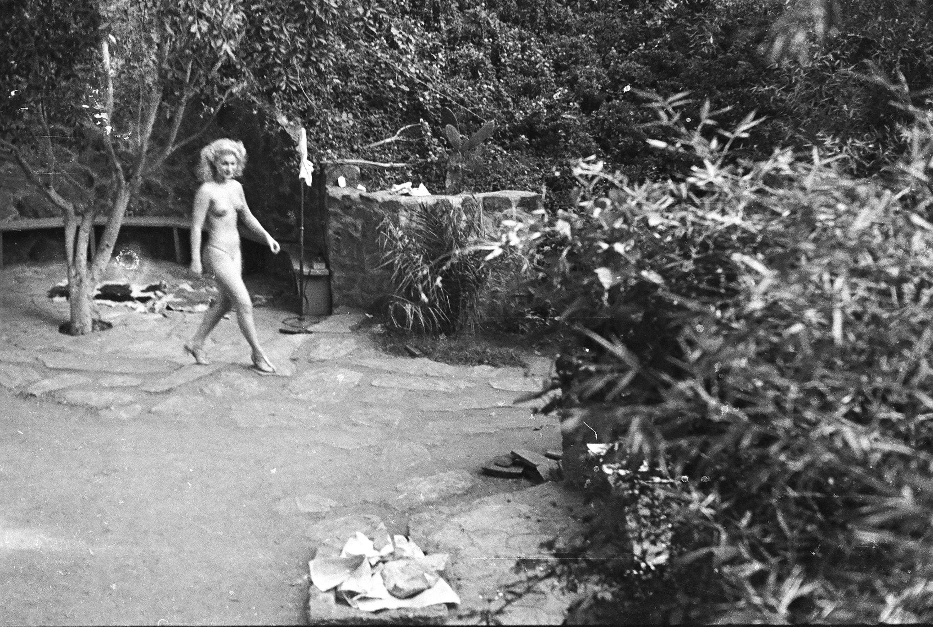 Shocking photos and nude