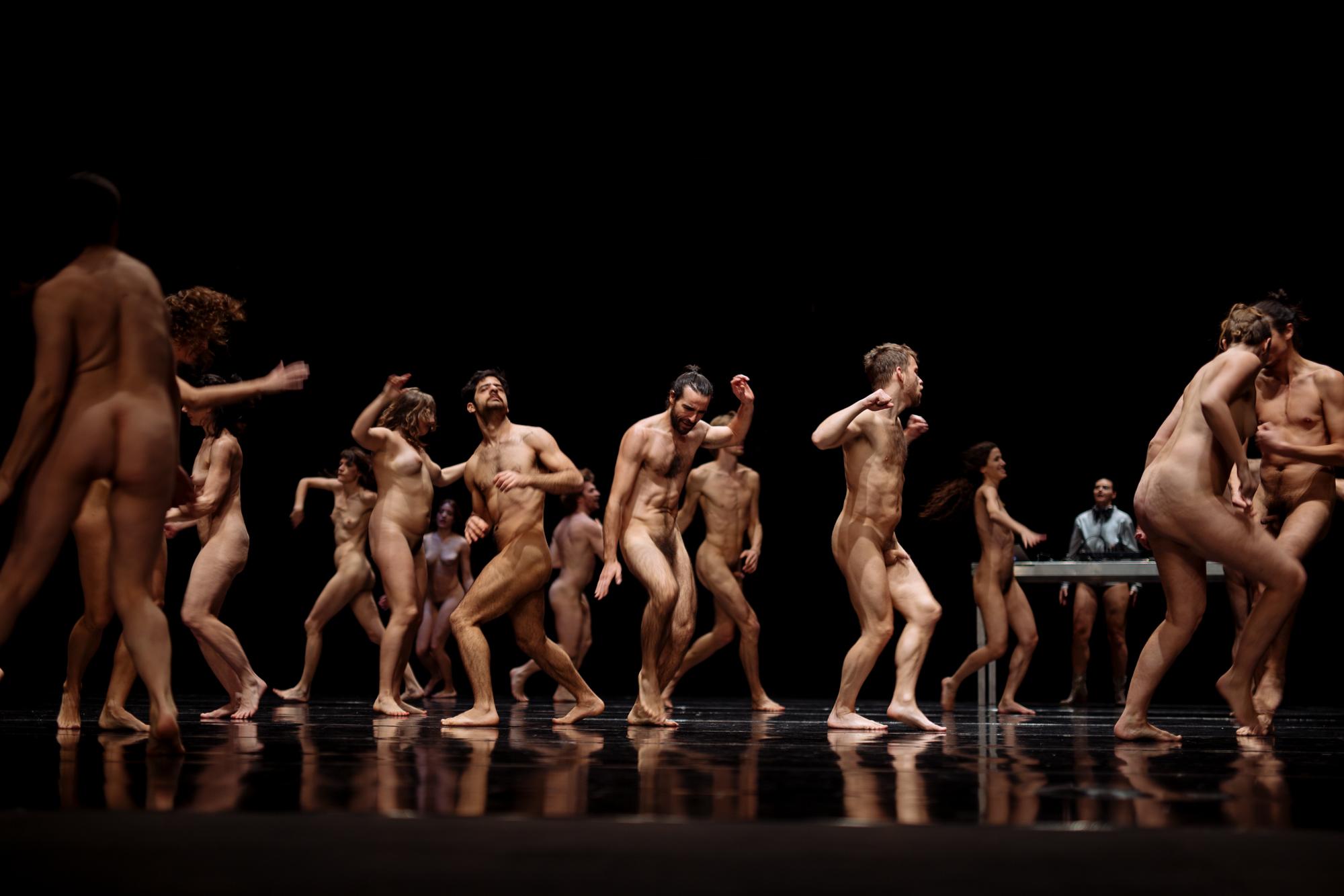 Nude Dans 99