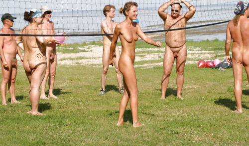Naked vollyball
