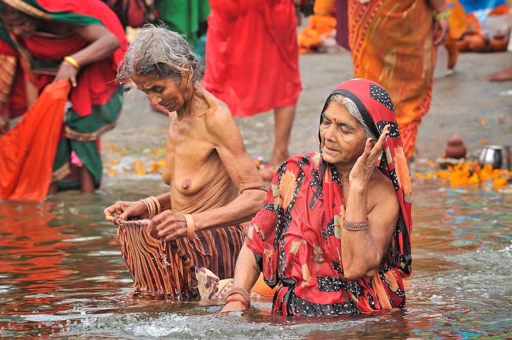 Indian Women Nude Bath In River Ganga Free Pics