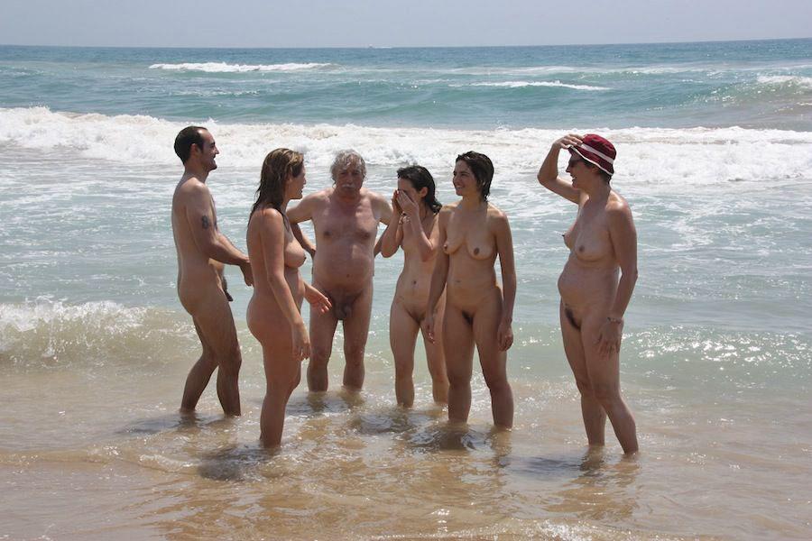 Семейный Нудизм На Пляже Фото